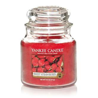 Svíčka YANKEE CANDLE 411g Sweet Strawberry
